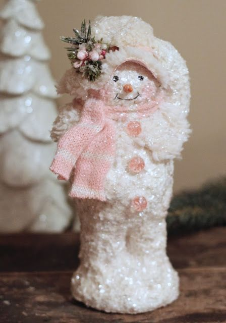 Frosty Standing Set Of 4 Snowmen in Pink /& Grey Winter Outfits