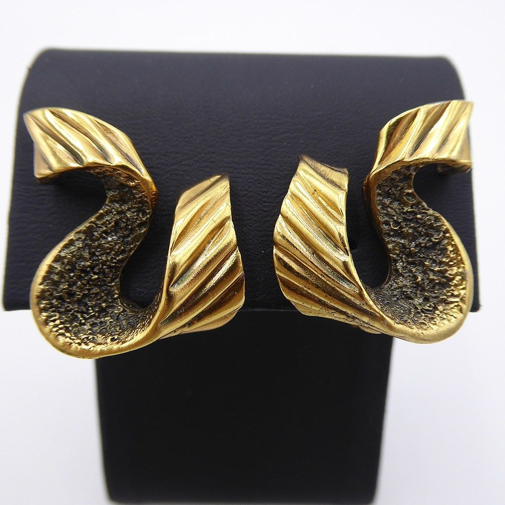 Abstract Rhinestone Signed silver tone ribbon earrings clip on