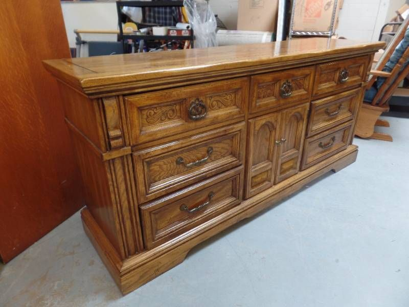 9 Drawer Dresser By Burlington House Furniture Matches Lot 704