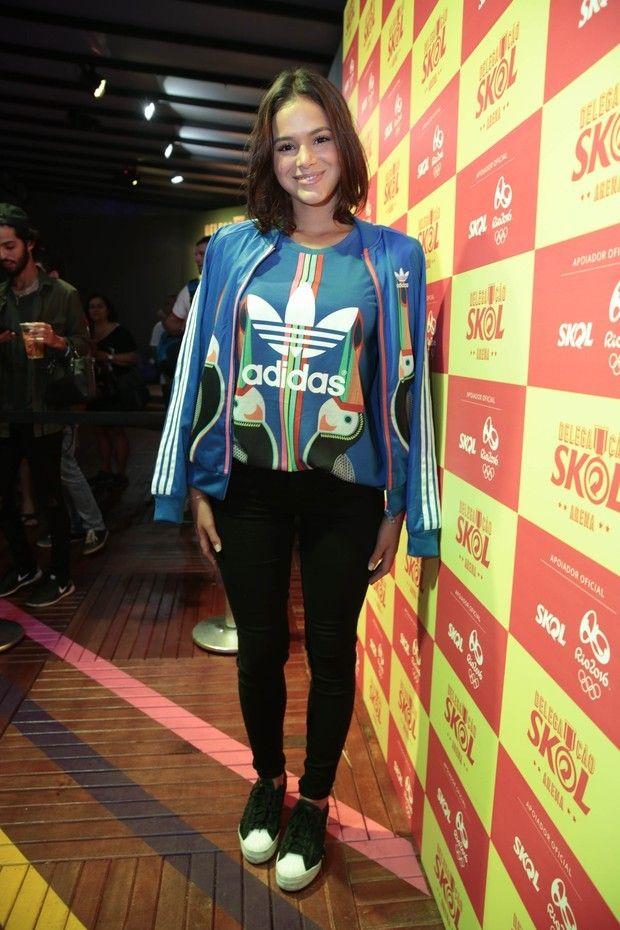 6cd1852ff De olho nos looks recentes da Bruna Marquezine   adidas   Fashion ...