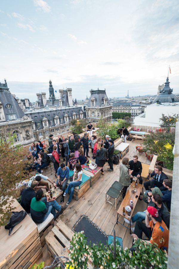 Le Perchoir – A rooftop bar in the 11ème with trendy drinks and amazing views of the city. Le Perchoir du BHV, 37 rue de la Verrerie