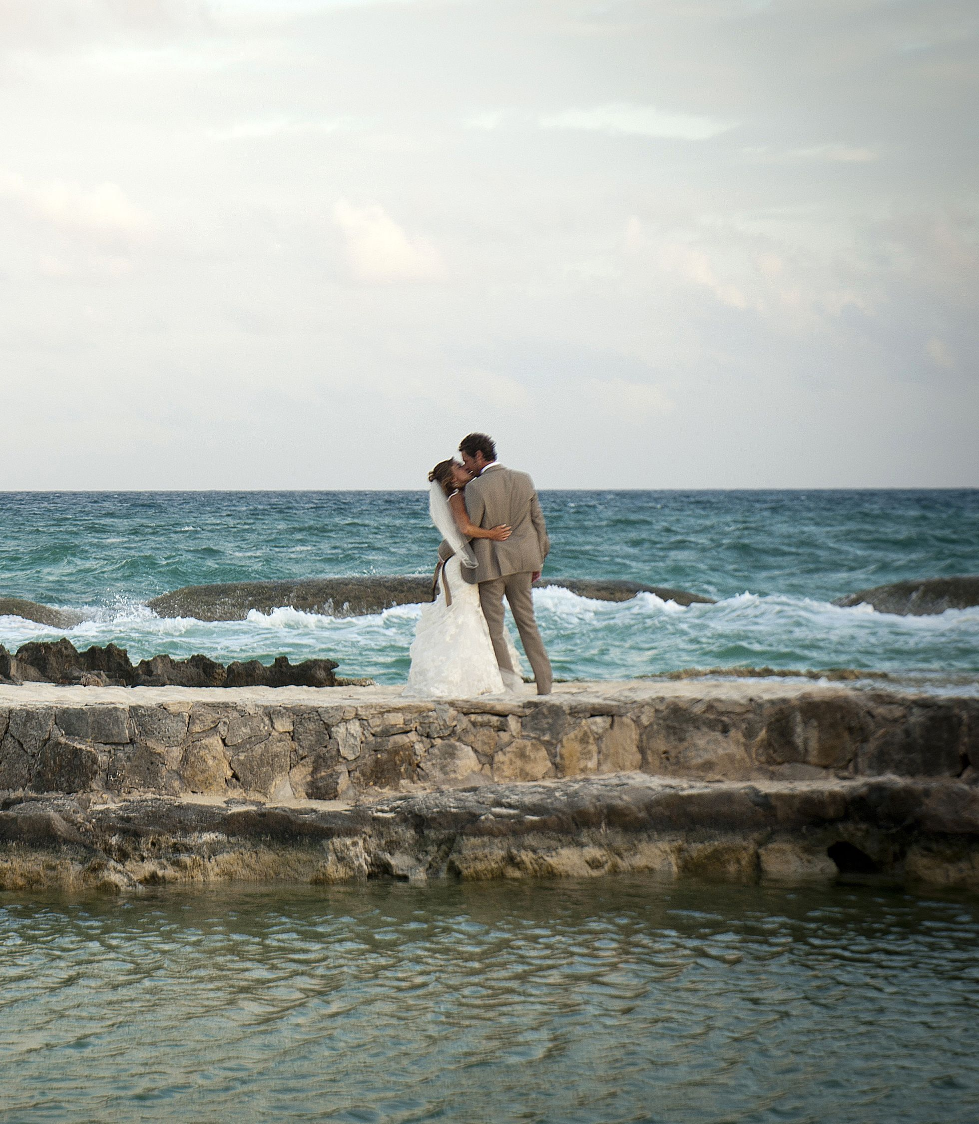 Cheap Wedding Photography Chicago: Such An Amazing Shot! Gotta Love #Chicago #Weddings