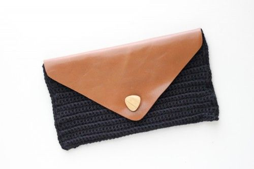Cool Diy Crocheted Leather Flap Clutch Shelterness Diy Crochet Diy Leather Bag Leather Diy