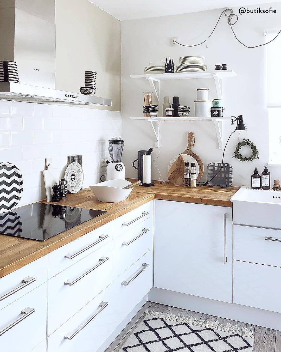 Cucina Moderna Con Un Tocco Rustico Il Bianco Ed Il Legno Sono Una Scelta Vincente Per Chi Vuole Un Amb Arredo Interni Cucina Cucina Moderna Arredamento Casa