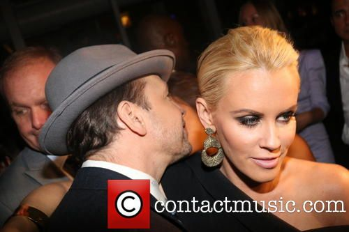 jenny-mccarthy-donnie-wahlberg-the-attic-grand-opening_4241513.jpg 500×333픽셀