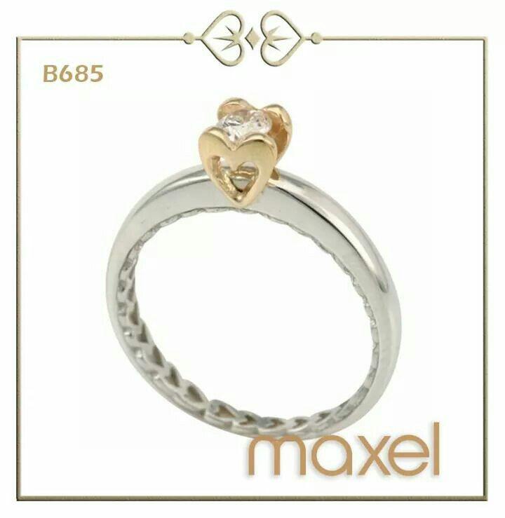 ¿Amas los #diamantes? Atrapa uno con dos corazones en #Anillo de oro blanco 14K.