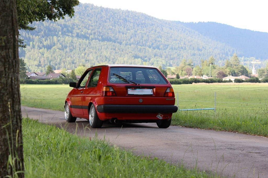 VW Golf Sèrie 2 + Store Gradulux. Vous voulez le même ? Contactez-nous !