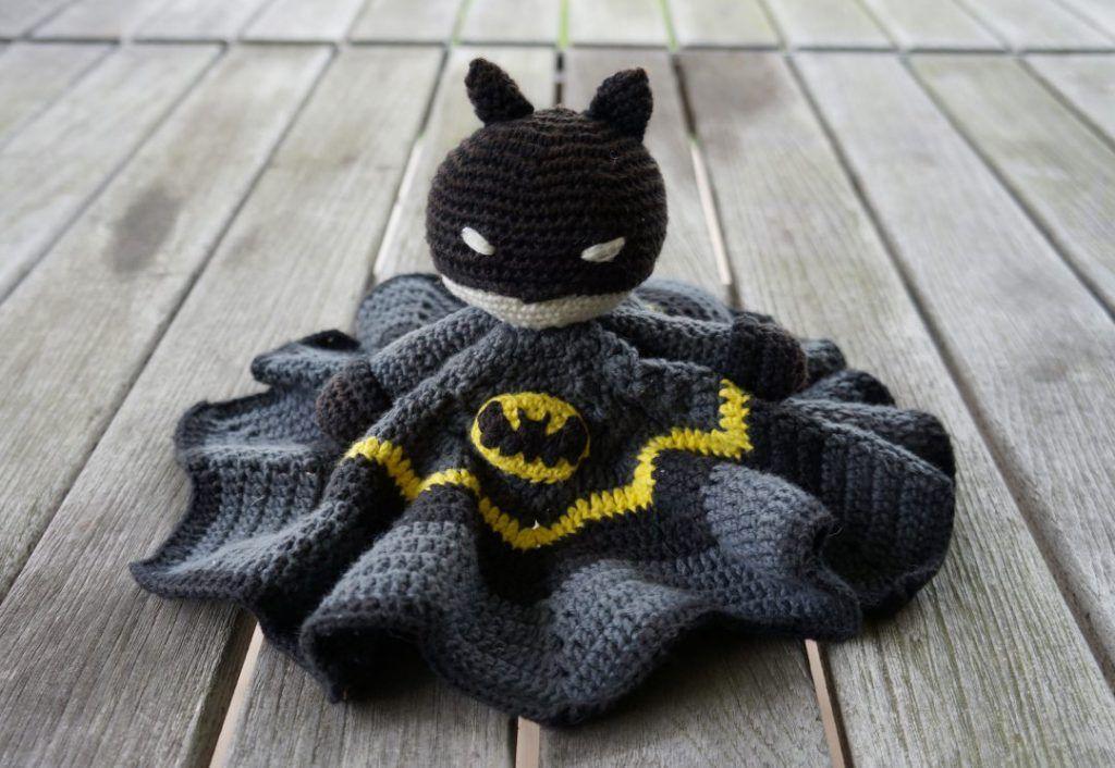 Batman-lovey   crochet ideas   Pinterest   Patrones y Tejido