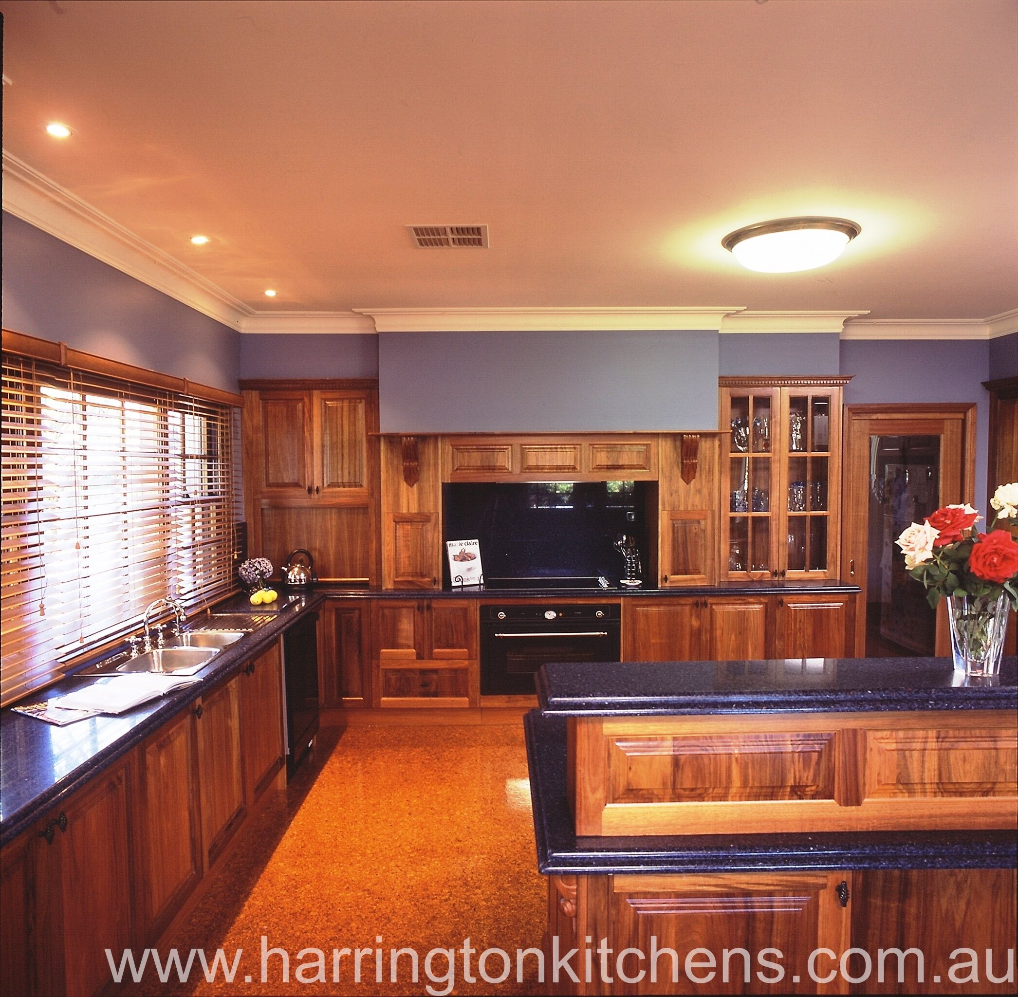 Timber Kitchen Black Benchtop: Timber Country Kitchen With Black Granite Bench Top