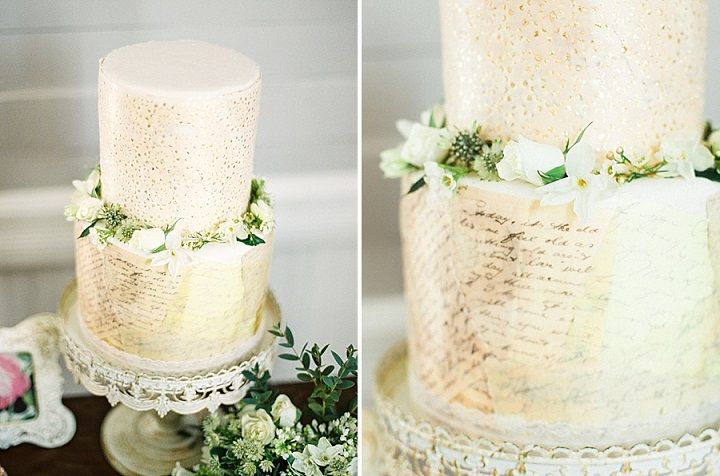 Written wedding cake | itakeyou.co.uk #wedding #weddingcake #weddinginspiration #vintagewedding