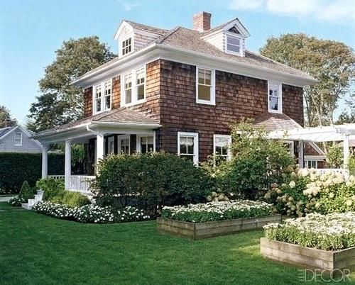This is my favorite house ever!Especially the cedar shingles!! I am picturing it overlooking the ocean in Maine!! <3