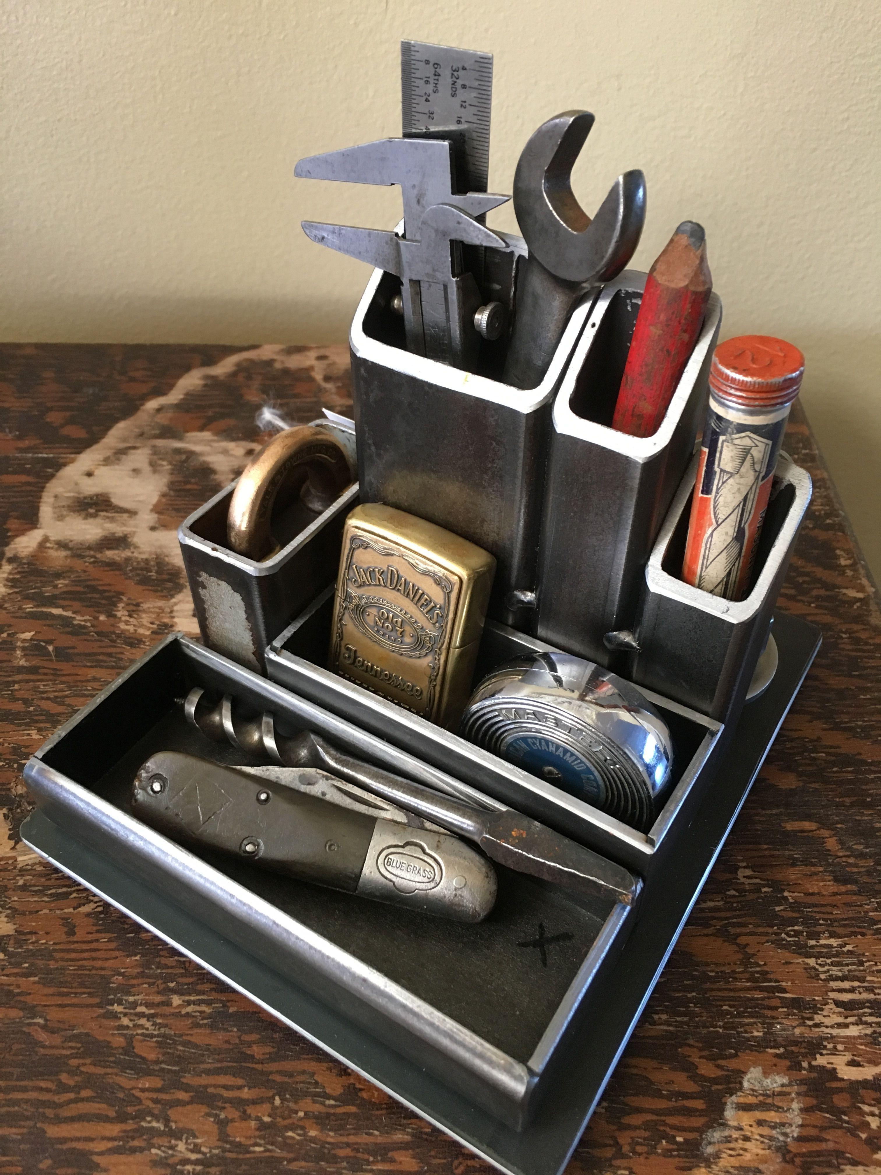 Desk Organizer With Vintage Tools Proyectos De Soldadura Proyectos De Metales Trabajo Con Metal