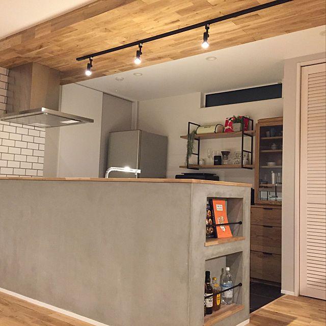 キッチン Unico リクシル Kuromuku Woodone などのインテリア実例