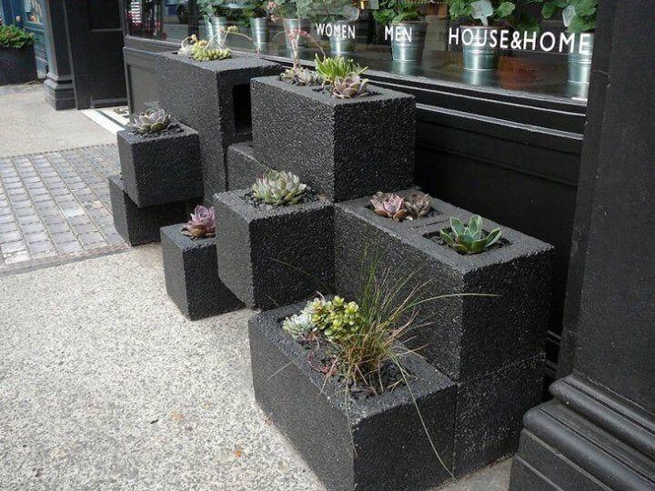 muebles originales para jardín, macetas de hormigon bloques - maceteros para jardin