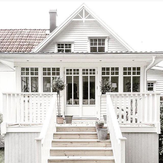 White Queenslander cottage | Cottages | Pinterest
