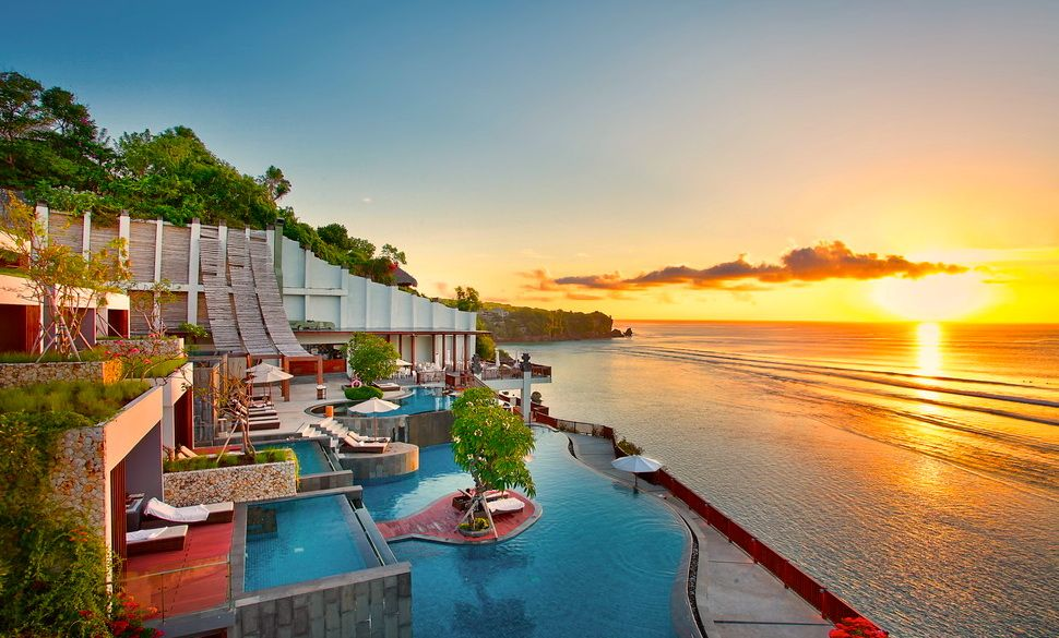 25 amazing places to stay at in jimbaran uluwatu for Luxury places to stay in bali