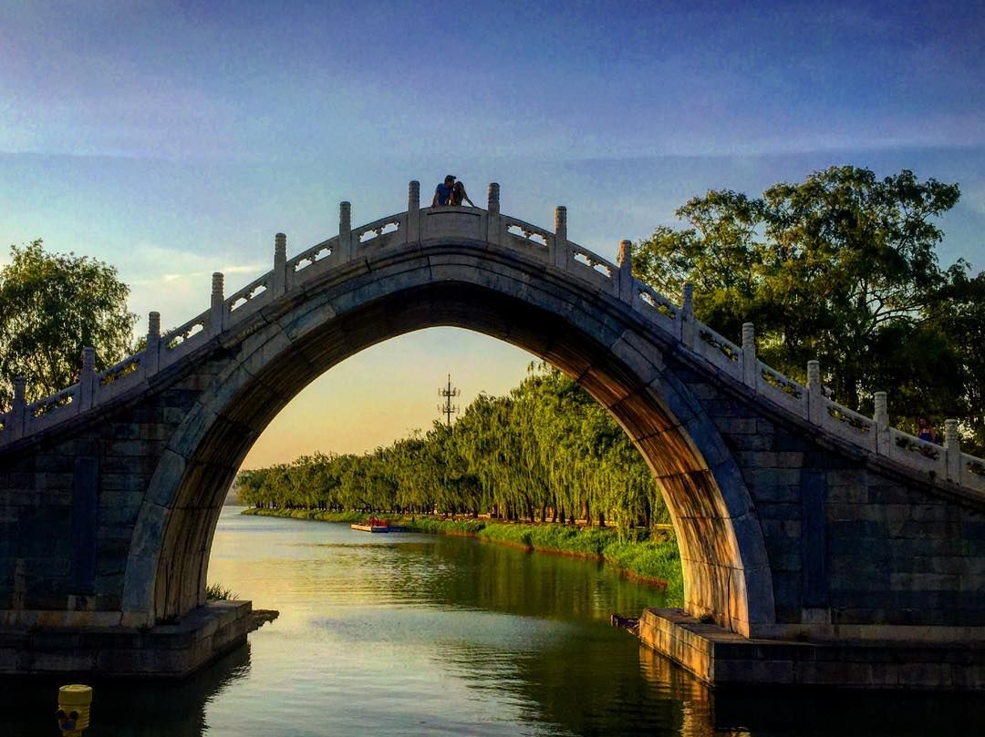Kiss On The Crescent Moon Bridge #summerpalace #beijing #china #asia #asian