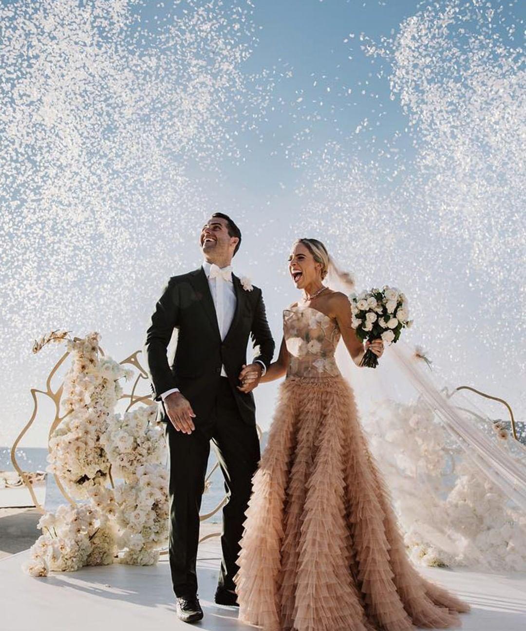 Glamourgermany Immer Mehr Brautpaare Entscheiden Sich Fur Sogenannte Elopement Weddings Auf Deutsch Bedeutet Der Begriff So Viel Braut Brautpaar Heiraten