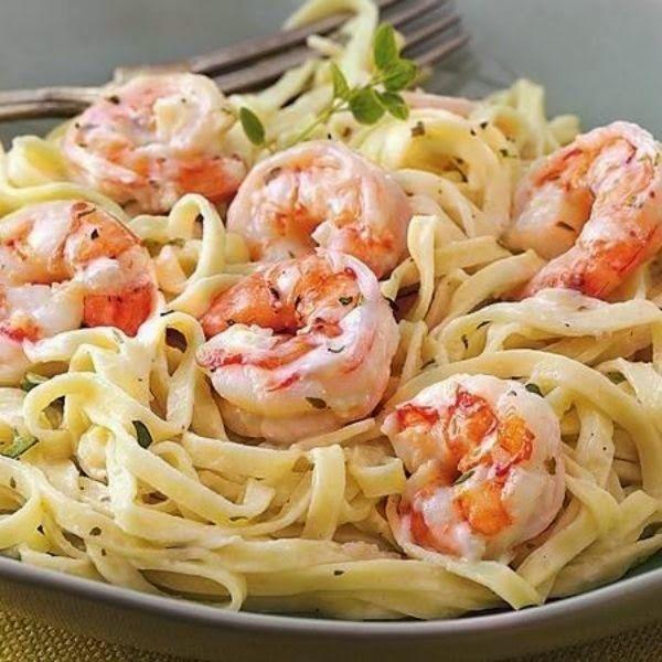 Creamy Garlic Shrimp Pasta A garlic flavored pasta dinner that's ready in just 10 mins!