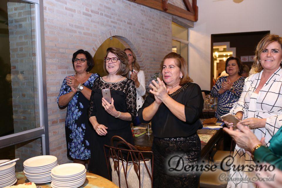 Denise Cursino | Com carinho Ana Maria Braggio Soubhia recebeu amigas em torno…