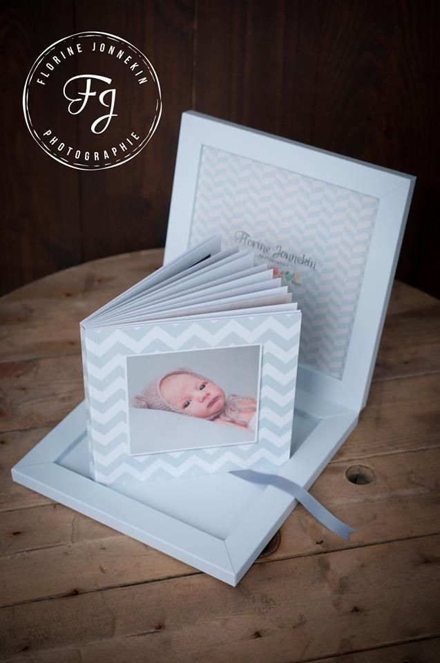 """Delicate #babybook in light blue tones. The box is in light blue touch paper, this color is in tune with the image of the cover and the lime ribbon complete the """"ton su ton"""" book. The result is harmonious and sweet, perfect for #newborn #portraitphotograhy. (by florine jonnekin )"""