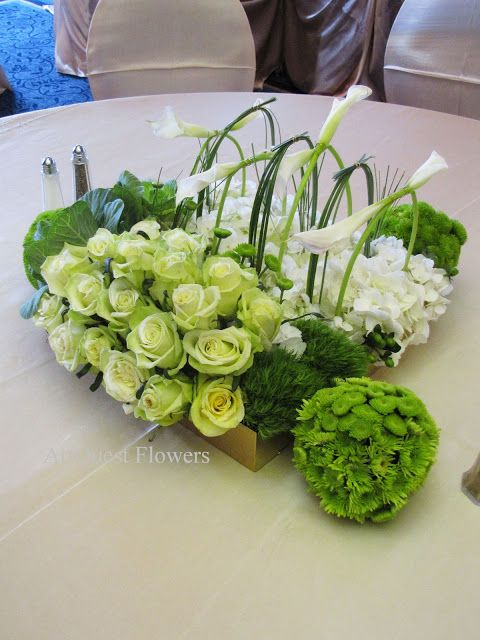 Modern green centerpiece pave style