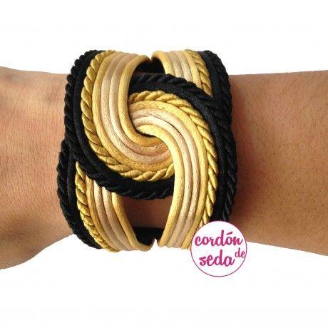 Banbha negro y dorado, brazalete que combina negro y tonos dorados.. (Importante la medida de su muñeca)