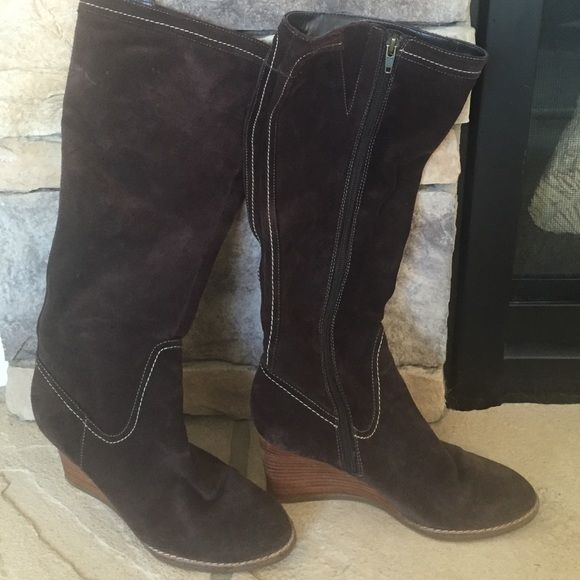"ANN TAYLOR LOFT KNEE HIGH BOOTS Ann Taylor Loft side zip boots, dark brown with white stitching; wedge is approx 2.5"" high. The boots are in good condition but a small area of rubber on the backs of both soles will need to be replaced. No stains, rips or holes. SMOKE FREE HOME Ann Taylor Loft Shoes Winter & Rain Boots"