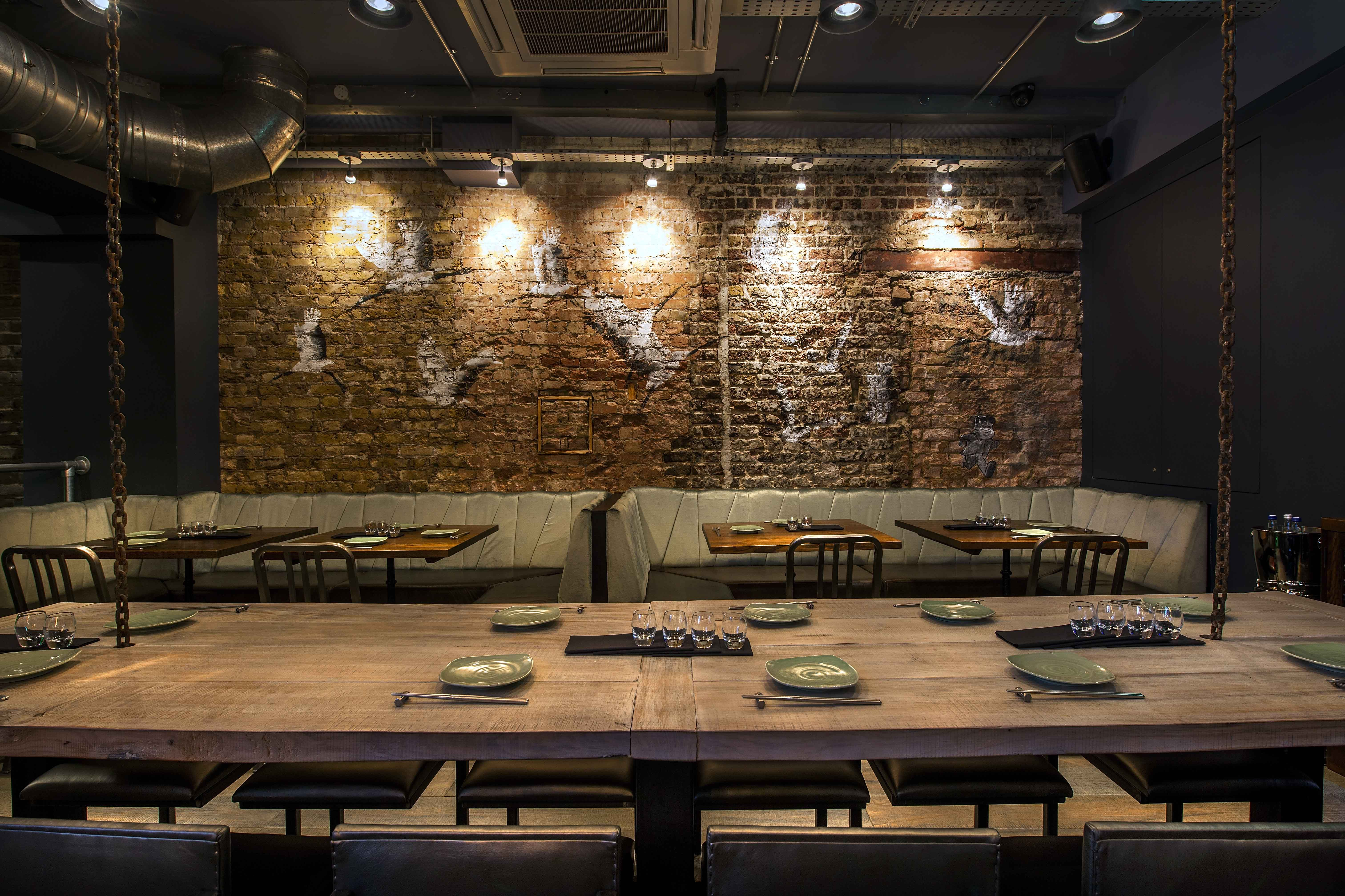Jinjuu soho london original brick wall with korean for Soho interior design ideas