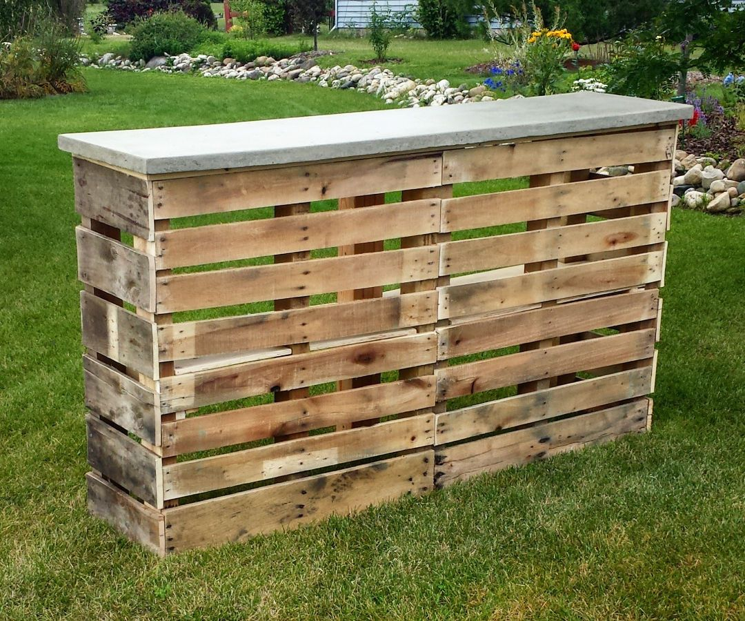 Pallet patio bar with concrete top pallet patio patio for Diy outdoor bar top