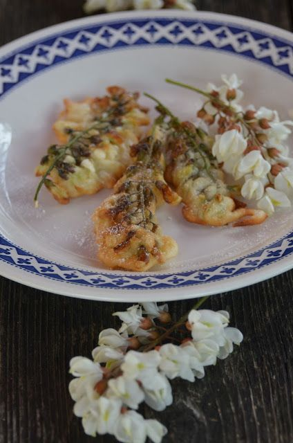 Racuchy Z Kwiatow Akacji Kwiaty Akacji W Ciescie Food Best Breakfast Good Food