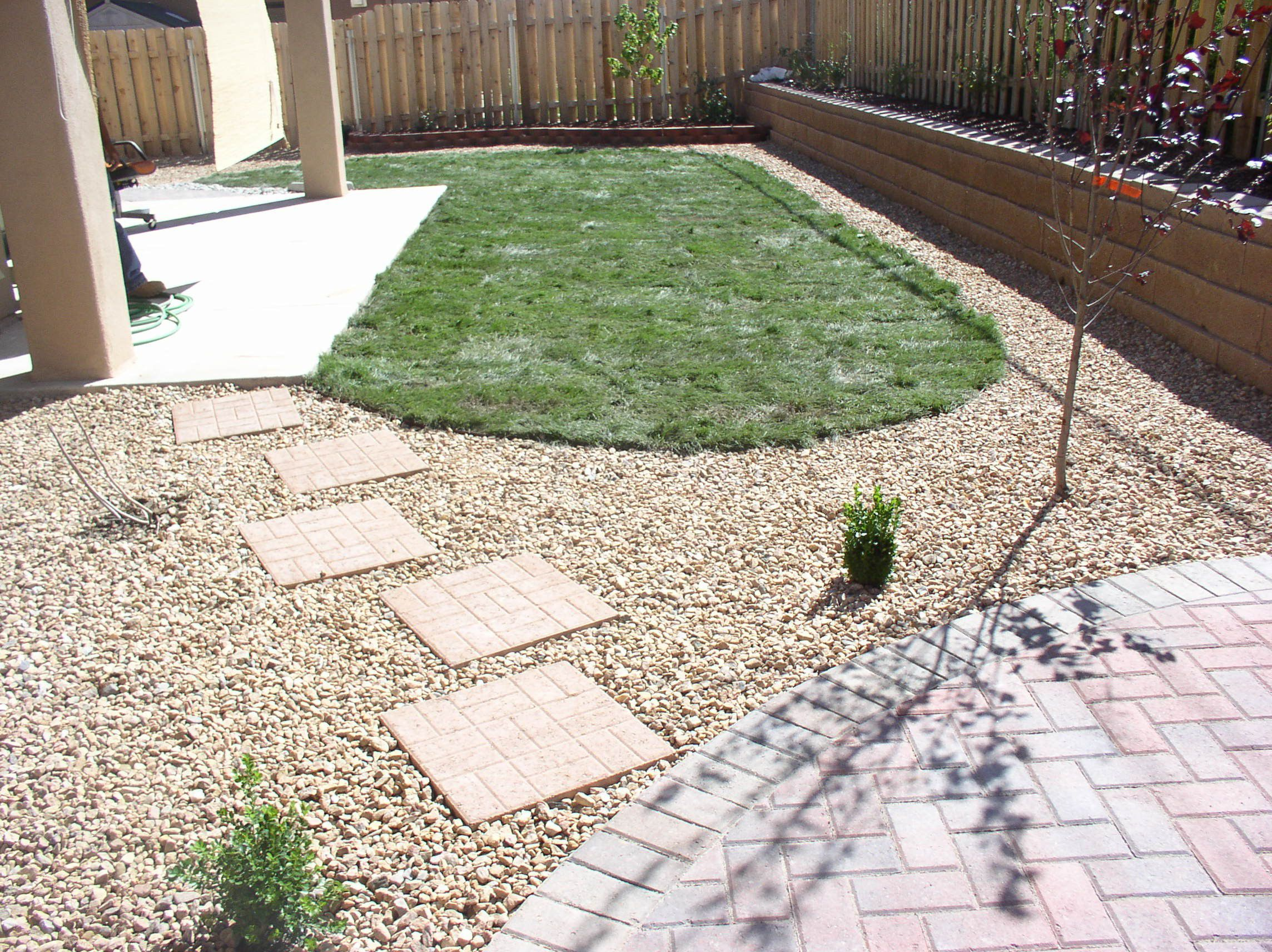 Smart Landscaping With Rocks Various Sizes In The Middle Of ...