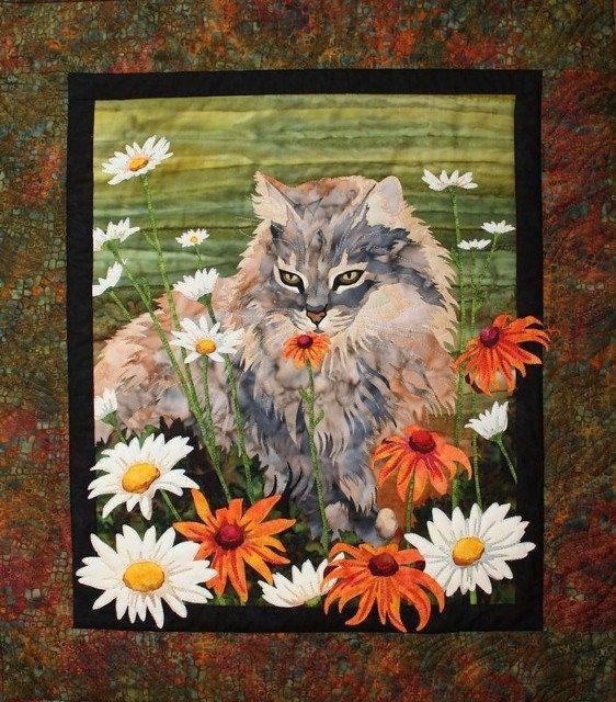 kat med blomster