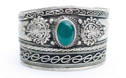 Silver Tibetan armcuff with agathe stone