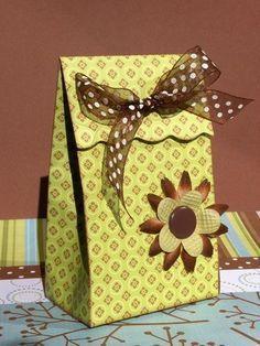 boite cadeau avec tuto scrapbooking pinterest boite cadeau boite et tuto. Black Bedroom Furniture Sets. Home Design Ideas