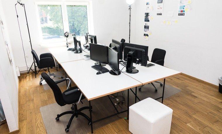 Top-ausgestattete Arbeitsplätze im Büro einer Digitalagentur #Büro, #Bürogemeinschaft, #Office, #Coworking, #Hamburg
