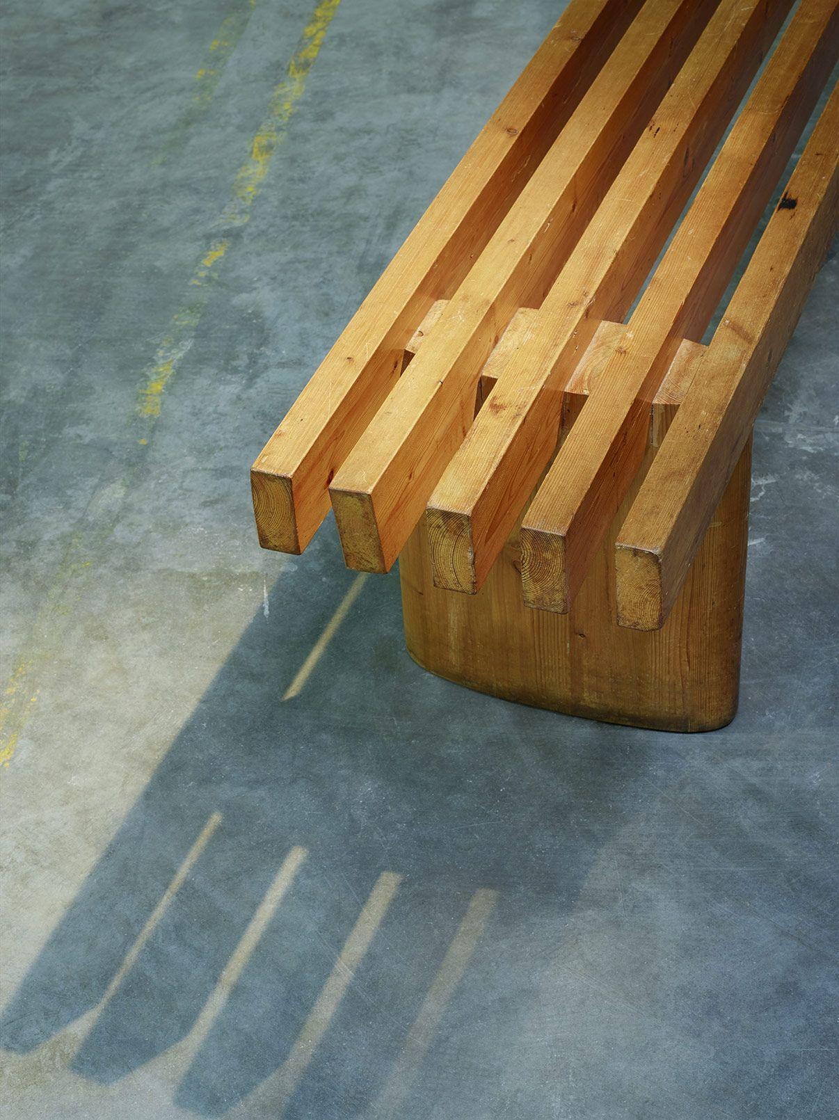 charlotte perriand banc mobilier pinterest terrasse charlotte perriand et plein air. Black Bedroom Furniture Sets. Home Design Ideas