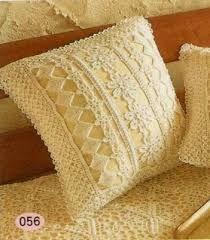 Картинки по запросу вязаное белое покрывало и подушки