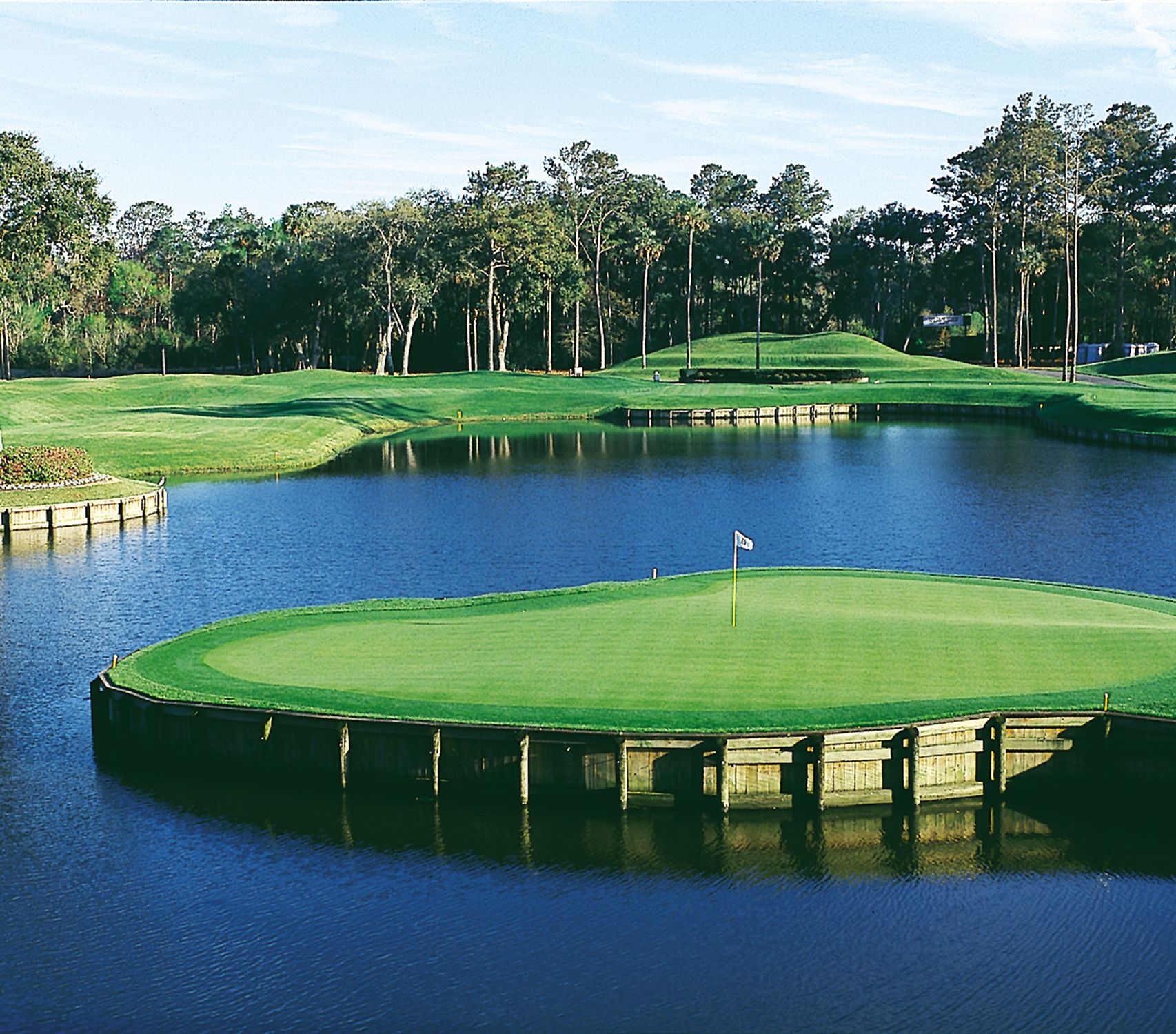 The Island Green At The 17th At Tpc Sawgrass Golf Courses Golf Course Photography Best Golf Courses
