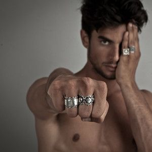 What Hand Should A Guy Wear A Ring
