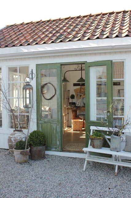 Både på jobb og privat brukes det vårlige farger nå for ... on Bade Outdoor Living id=77167