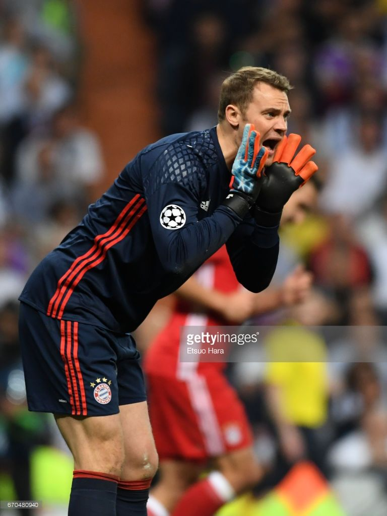 Manuel Neuer of Bayern Muenchen in action during the UEFA Champions League Quarter Final second leg match between Real Madrid CF and FC Bayern Muenchen at Estadio Santiago Bernabeu on April 18, 2017 in Madrid, Spain.