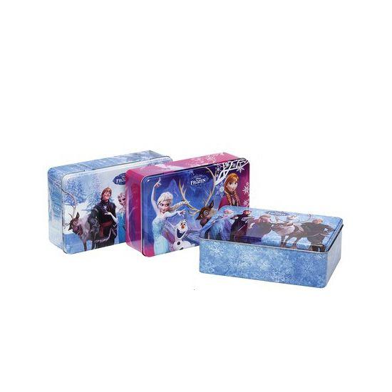 en roze opbergdoos met Anna en Elsa op de voorkant. Deze leuke opbergdoos is tevens te gebruiken als pennendoos of snoep- en koektrommel. Het formaat van de Frozen opbergdoos is circa 20 x 13 x 7 cm.