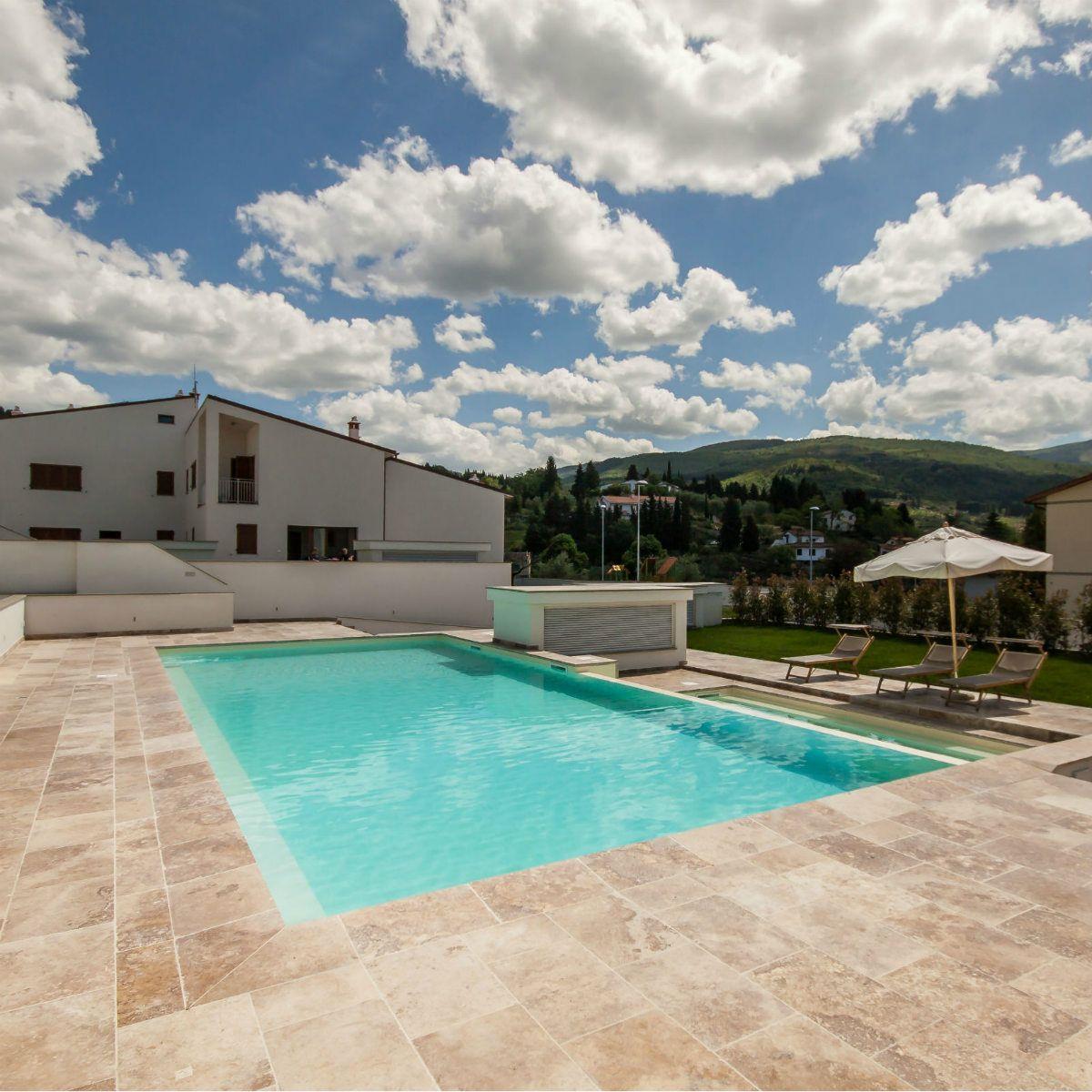 Swimming Pool Umrandung piscina in travertino per resort in toscana pool umrandung stein