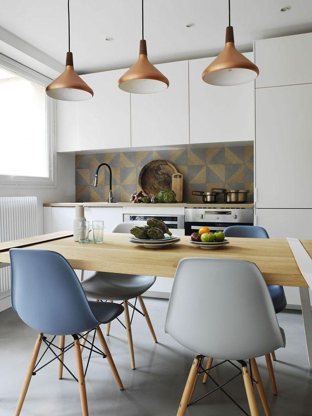 Appartement Paris 17  un 37 m2 chaleureux entre bois et béton ciré - table salle a manger loft