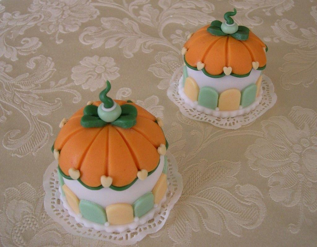 Little pumpkin cakes