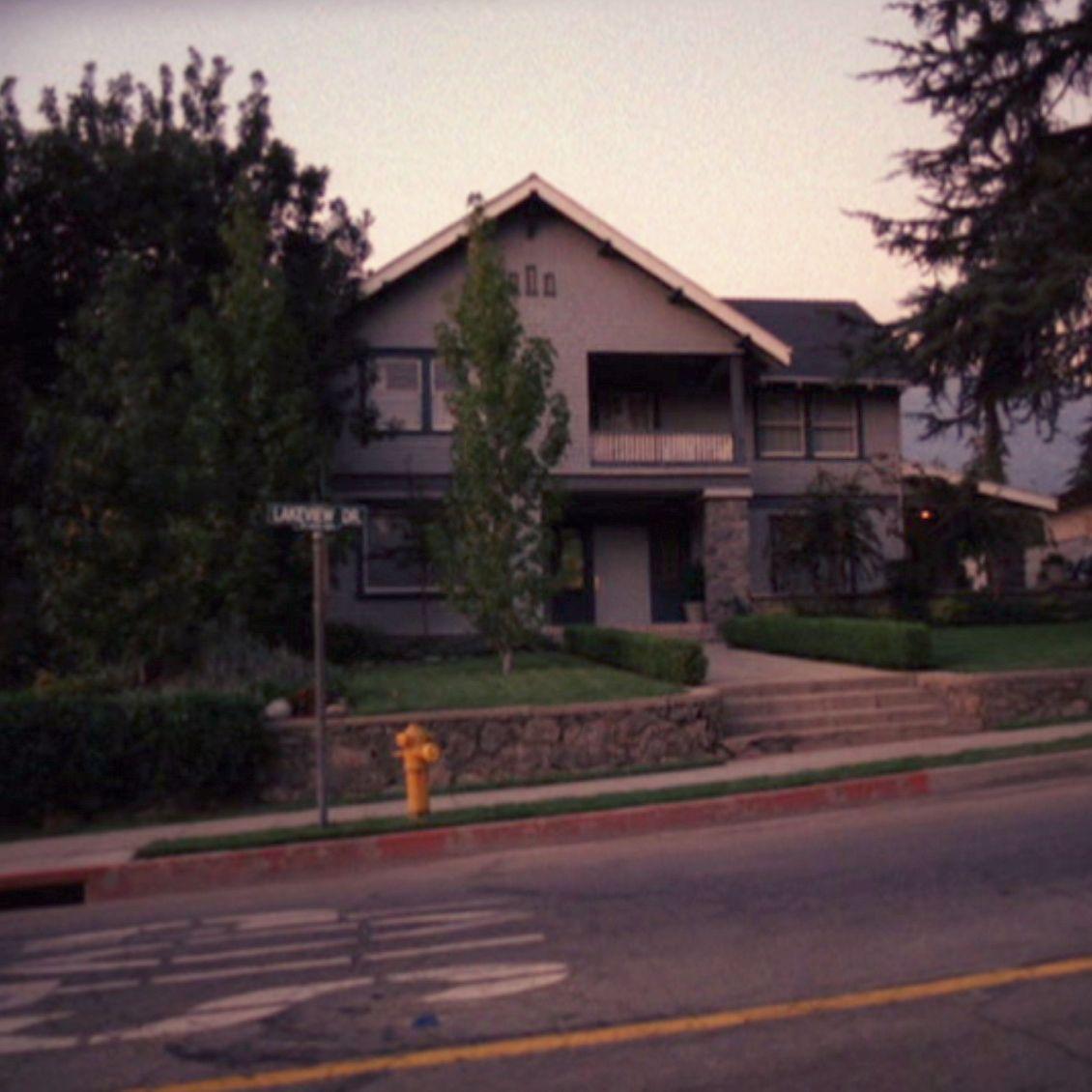 Fletchers house House, Suburbs, The neighbourhood