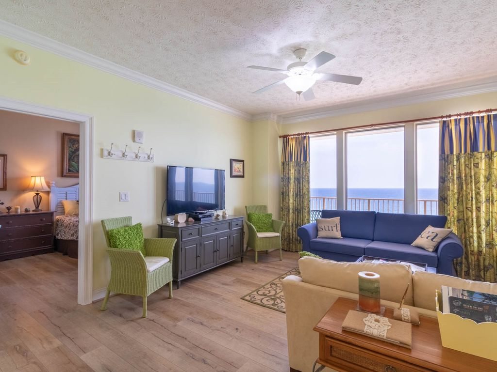 Gulf Crest 2 Br Sleeps 8 Beautiful Decor Luxury And Leisure Await You At This Stunning 14th Floor 2 Bedroom 2 Bathr Beautiful Decor Decor Vacation Places