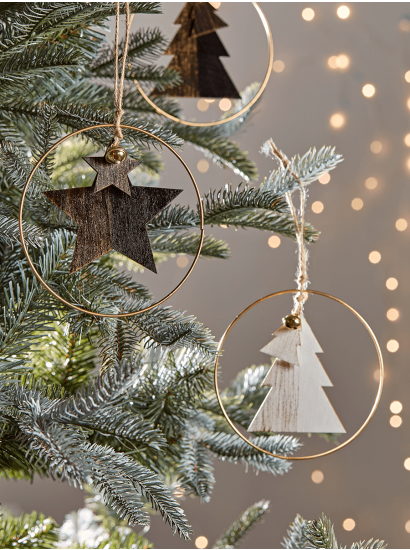 Christmas Tree Decorations Traditional Gold Silver Glass Baubles Uk Scandinavian Christmas Trees Christmas Tree Inspiration Christmas Tree Themes