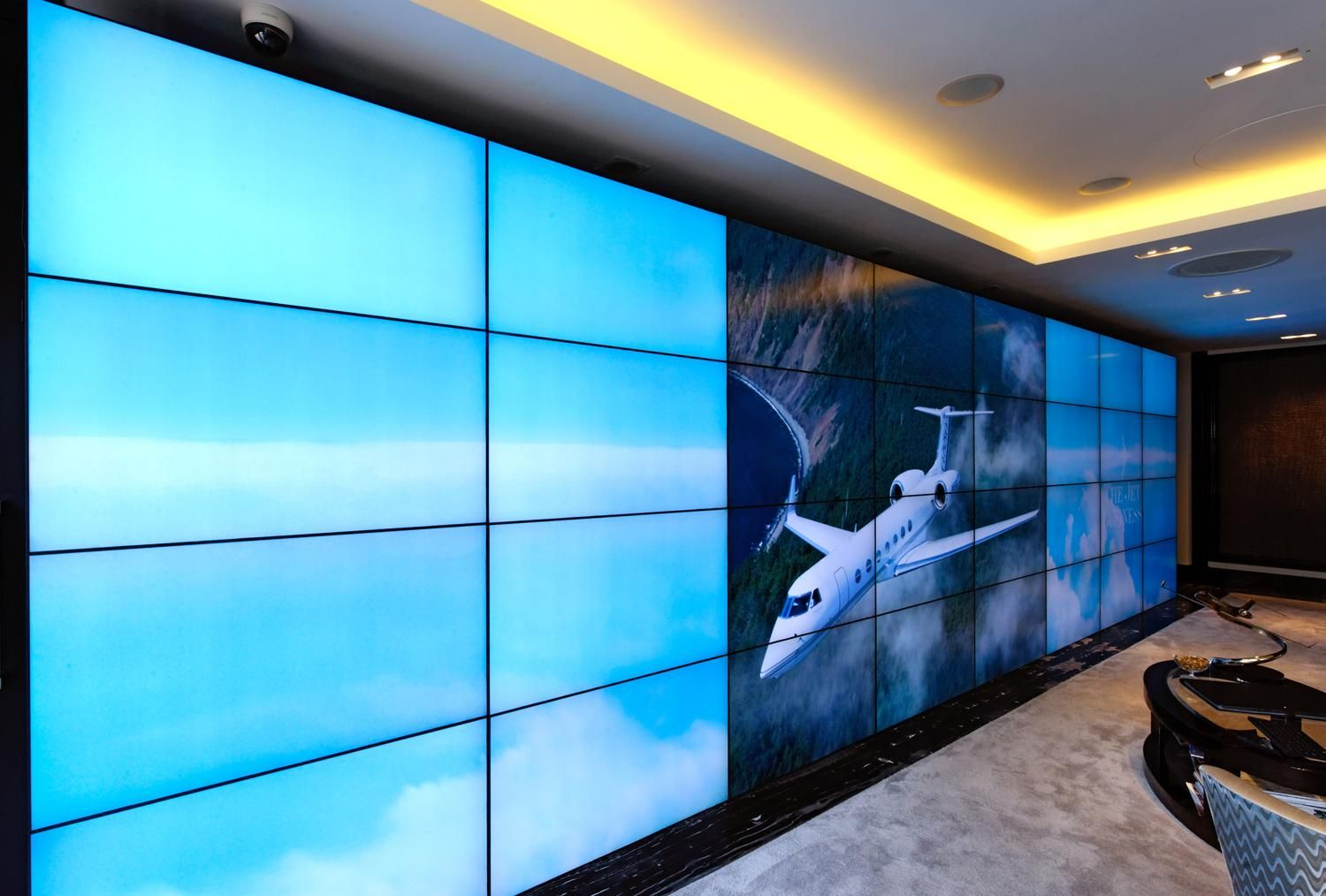 corporate aviation showroom deploys first class 32 monitor